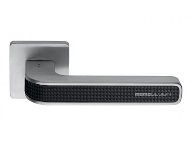 Tecno Satin Chrome + Poignée de porte en carbone sur rosace en carbone de Momo Design Colombo Design