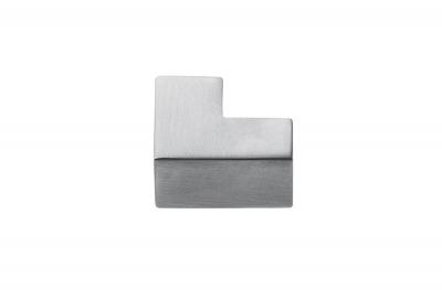F514 Poignée chromée pour mobilier de forme cubetto, fabriquée en Italie par Formae