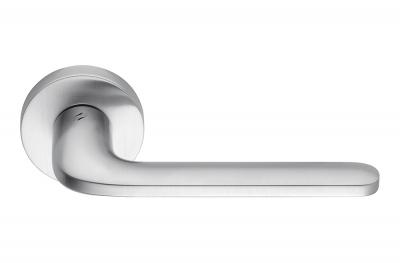 Poignée de porte Roboquattro Chrome Satin sur Rosette Élégante de Colombo Design